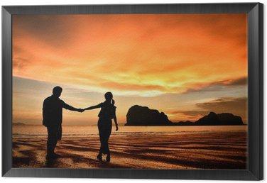 Tavla i Ram Romantiska par håller varandra i handen vid solnedgången på stranden