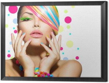 Tavla i Ram Skönhet flicka porträtt med färgglada smink, naglar och tillbehör