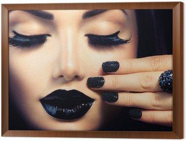 Tavla i Ram Skönhet Mode Flicka med Trendig Caviar Black Manikyr och Makeup