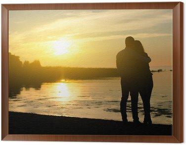 Tavla i Ram Ungt par njuter av solnedgången. Två silhuetter.