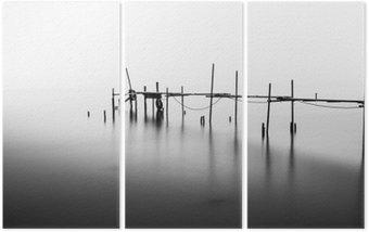 Tríptico A Exposição Longa de um cais em ruínas no meio da Sea.Processed em B