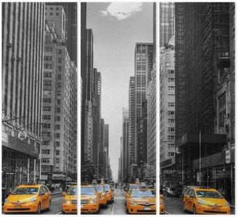 Triptych Avenue s taxíky v New Yorku.