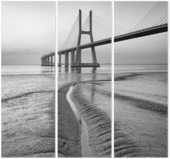 Triptyque Pont Vasco da Gama au noir et blanc, le lever du soleil de Lisbonne