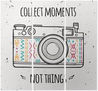 """Triptyque Vector illustration avec appareil photo rétro et la phrase de la typographie """"Récupérer des moments pas les choses""""."""