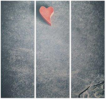 Triptyque Vintage tonique coeur rouge en bois sur fond grunge pierre, profondeur de champ, l'espace pour le texte.