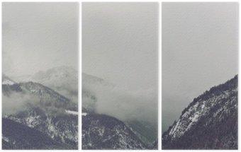 Trittico Nuvole scure che incombe sopra la montagna