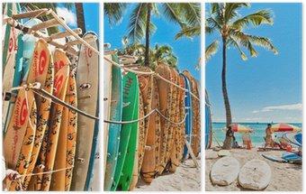 Tryptyk Deski surfingowe w stojaku na Waikiki Beach - Honolulu