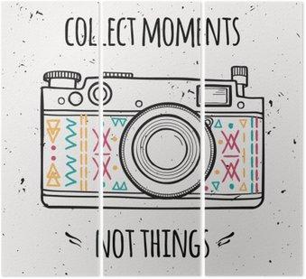 """Tryptyk Ilustracji wektorowych z retro aparatu fotograficznego i typografii frazy """"Zbierz chwile nie rzeczy""""."""
