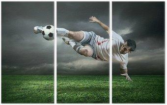 Tryptyk Piłkarz z piłką na zewnątrz w deszczu działań w ramach