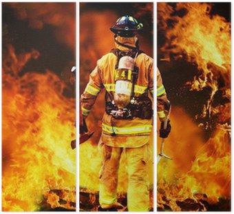 Tryptyk W do ognia, strażak szuka ewentualnych ocalałych