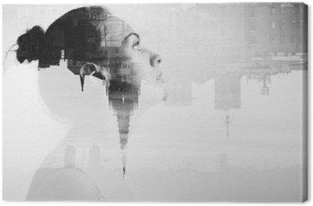 Tuval Baskı Çekici genç kadın ve güzel bir şehir monokrom çift pozlama