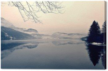 Tuval Baskı Siyah ve beyaz gölde karlı kış manzara. Siyah-beyaz görüntü yumuşak odak, kırmızı filtre ve bazı gürültü ile Retro vintage tarzı süzülür; kış nostaljik bir kavram. Lake Bohinj, Slovenya.
