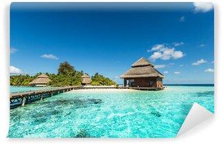 Tvättbar Fototapet Beach Villas på liten tropisk ö
