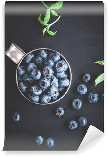 Tvättbar Fototapet Blåbär på svart bakgrund. Ovanifrån, platt lay