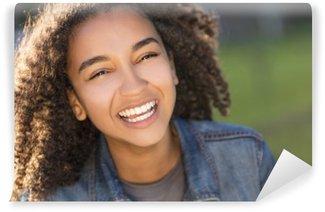 Tvättbar Fototapet Blandras African American Girl Tonåring med perfekt tänder