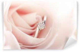 Tvättbar Fototapet Förlovningsring i rosa ros