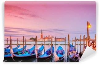 Tvättbar Fototapet Gondoler i Venedig på soluppgången