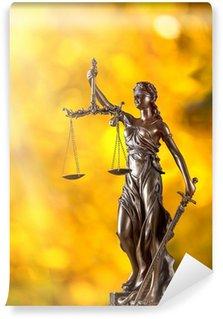 Tvättbar Fototapet Themis i rampljuset - begreppet rättvisa.