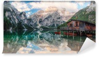 Bådhus på søen Vaskbare Fototapet
