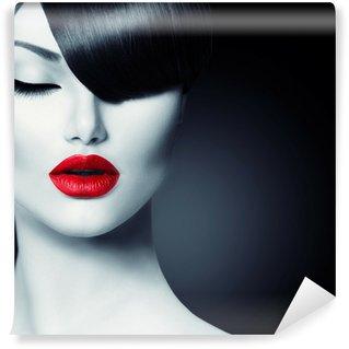 Vaskbar Fototapet Fashion Glamour Beauty Girl With Trendy Fringe Frisyre