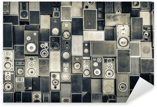 Vinilo Pixerstick Altavoces de la música en la pared en el estilo monocromático de la vendimia