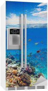 Vinilo para Nevera Arrecife de coral bajo el agua con olas de agua y horizonte