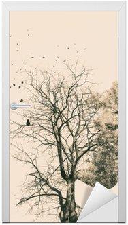Vinilo para Puerta Retrato de la doble exposición de los árboles jóvenes de la mujer y del otoño.