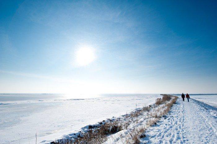 Pixerstick para Todas las Superficies Personas caminando en el invierno - Estaciones