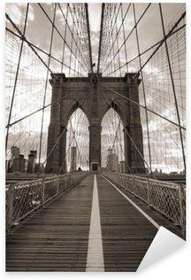 Vinilo Pixerstick Puente de Brooklyn en Nueva York. Tono sepia.