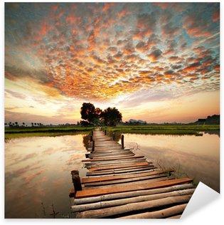 Vinilo Pixerstick Río en la puesta del sol