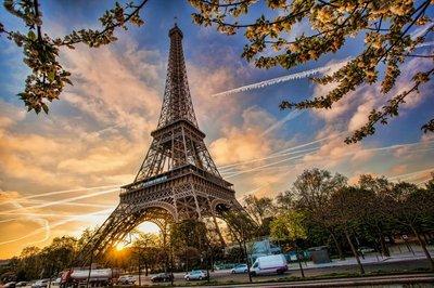 Pixerstick para Todas las Superficies Torre Eiffel contra la salida del sol en París, Francia