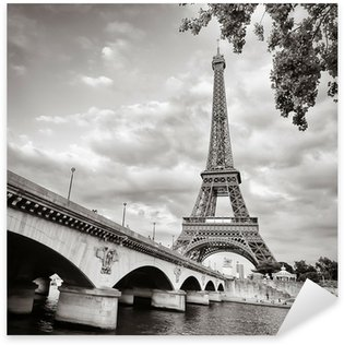 Vinilo Pixerstick Torre Eiffel vista desde el río Sena formato cuadrado