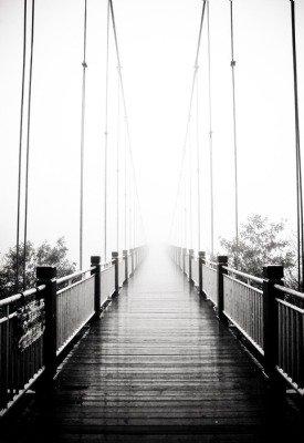Pixerstick para Todas las Superficies Ver en el puente peatonal de madera en la niebla