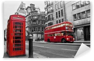 Cabine téléphonique et bus rouges à Londres (UK)