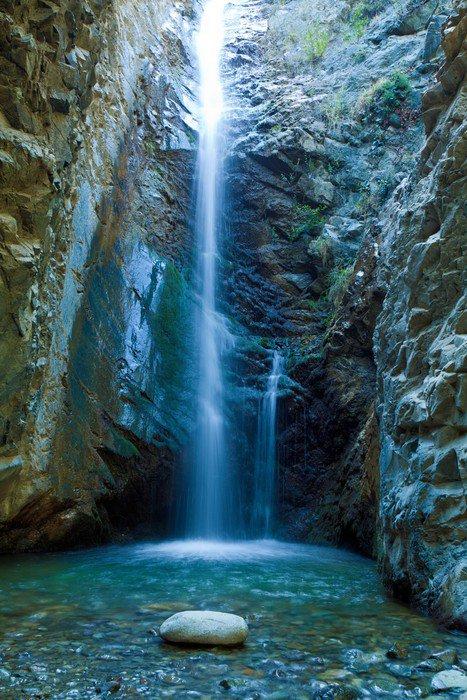 Wodospady Chantara w górach, Cypr Trodos