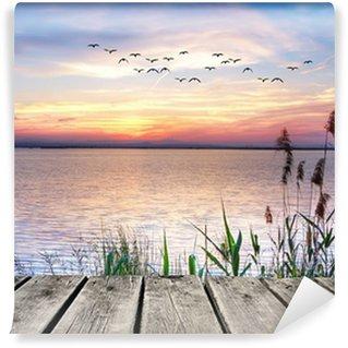 Zelfklevend Fotobehang Een houten steiger bij zonsondergang