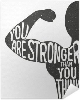 Zelfklevende Poster Je bent sterker dan je denkt. Belettering vintage typografische poster. Motiverende en inspirerende vector illustratie, man silhouet en offerte. fitness club en bodybuilding reclame template.