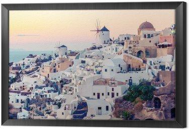 Oia wsi na zachodzie słońca, Santotini wyspa, Grecja. Instagram vintagestyle