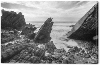 Ocean wysadzane kamieniami