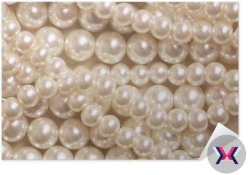 Stos perły na białym tle