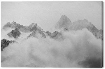 Prysznice wiosna śniegu w Alpach