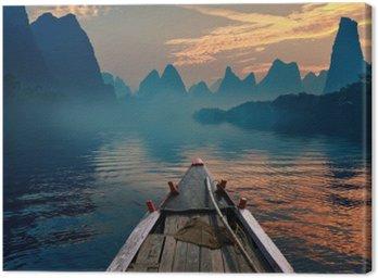 Łódka jazda w rzece podczas zachodu słońca obok pięknego wierzchowca
