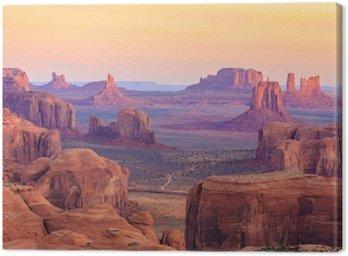 Sunrise w Hunts Mesa w Monument Valley, Arizona, USA