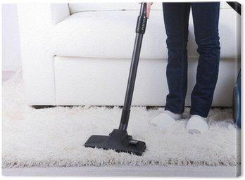 Sprzątanie domu z odkurzaczem
