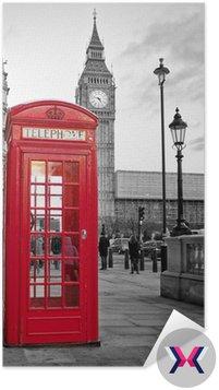 Czerwona budka telefoniczna w Londynie z Big Ben w czerni i bieli