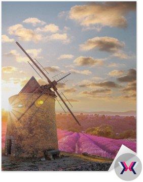 Wiatrak z Levander polu przeciwko kolorowe słońca w Provence, Francja