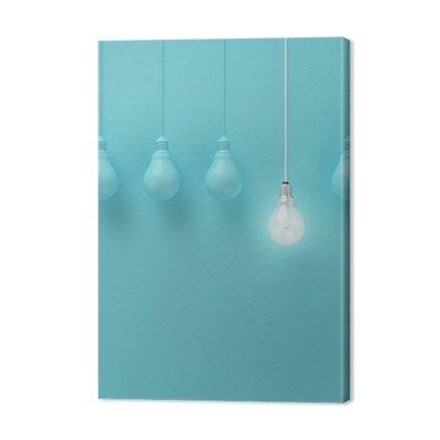 Wiszące żarówki świecące jeden inny pomysł na jasnoniebieskim tle, minimalne pojęcie idei, płaskiej nieprofesjonalnych, górnym