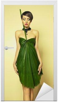 Piękna kobieta w sukni niezwykłej