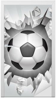Piłka nożna i popękane ściany.
