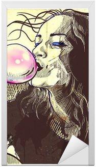 Młoda kobieta dmuchanie bańki z gumy do żucia